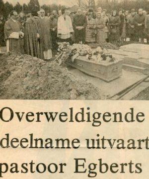 Krantenknipsel overlijden (archief parochie Maria Vlucht Glanerbrug)